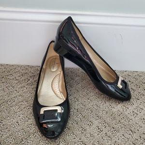 Size 8.5 womens bandolino black patent shoes